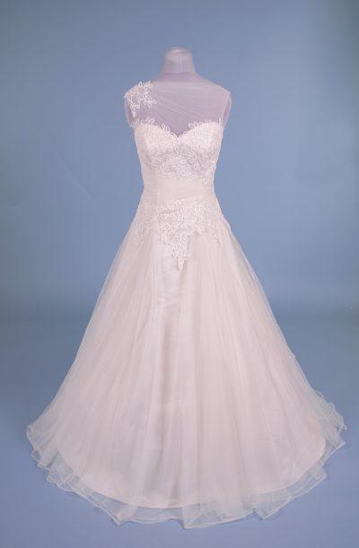 best sneakers ae211 dd9b0 Finde und kaufe dein Brautkleid | Kleider machen Bräute